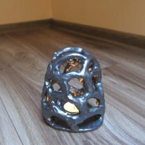 Abstraktný svietnik kovový